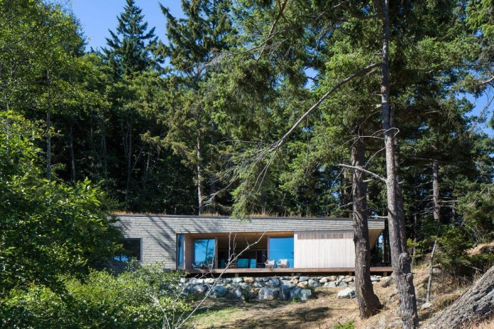 Lone-Madrone-Forrest-Retreat-by-Heliotrope-Architects-03