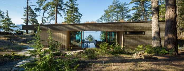 Lone-Madrone-Forrest-Retreat-by-Heliotrope-Architects-04