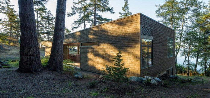 Lone-Madrone-Forrest-Retreat-by-Heliotrope-Architects-05