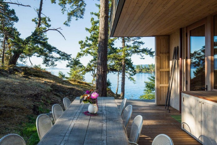 Lone-Madrone-Forrest-Retreat-by-Heliotrope-Architects-07
