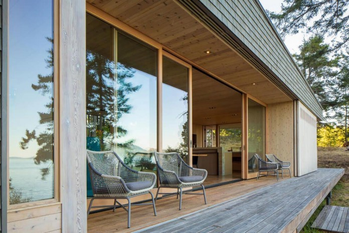 Lone-Madrone-Forrest-Retreat-by-Heliotrope-Architects-09