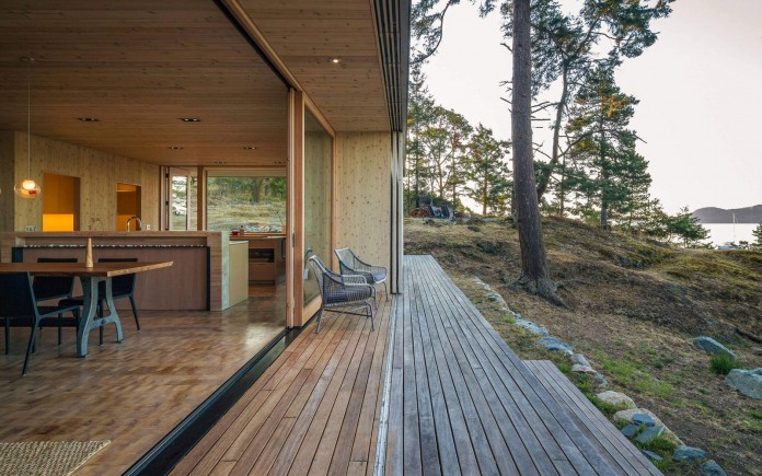 Lone-Madrone-Forrest-Retreat-by-Heliotrope-Architects-10