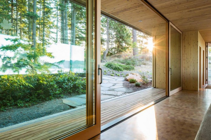 Lone-Madrone-Forrest-Retreat-by-Heliotrope-Architects-11