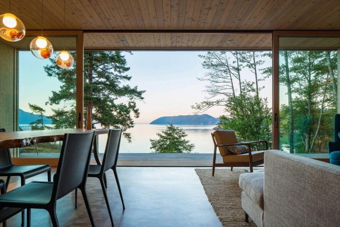 Lone-Madrone-Forrest-Retreat-by-Heliotrope-Architects-12