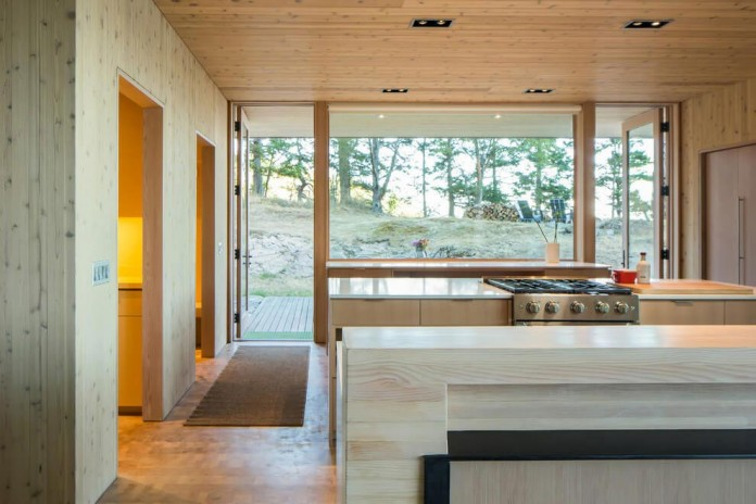 Lone-Madrone-Forrest-Retreat-by-Heliotrope-Architects-16
