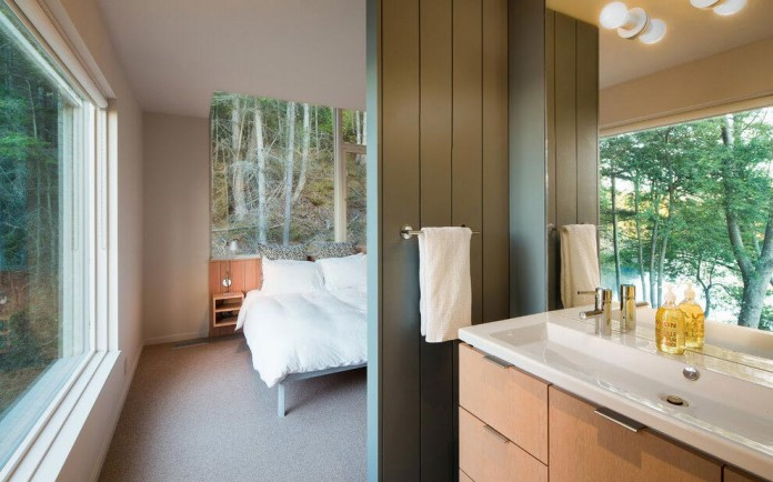 Lone-Madrone-Forrest-Retreat-by-Heliotrope-Architects-17