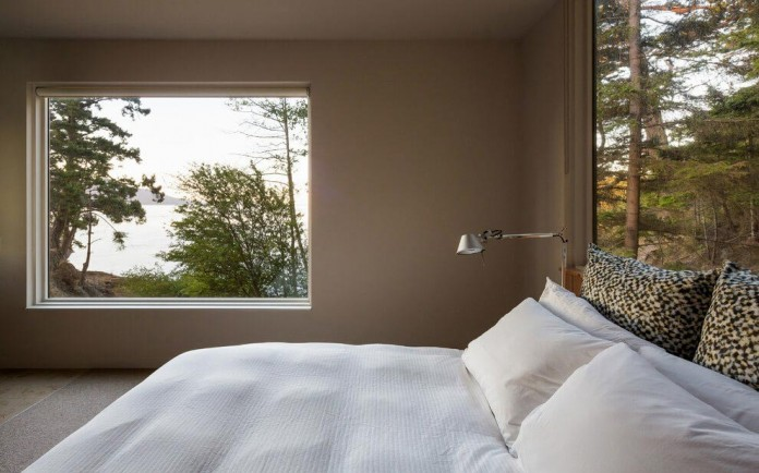 Lone-Madrone-Forrest-Retreat-by-Heliotrope-Architects-18