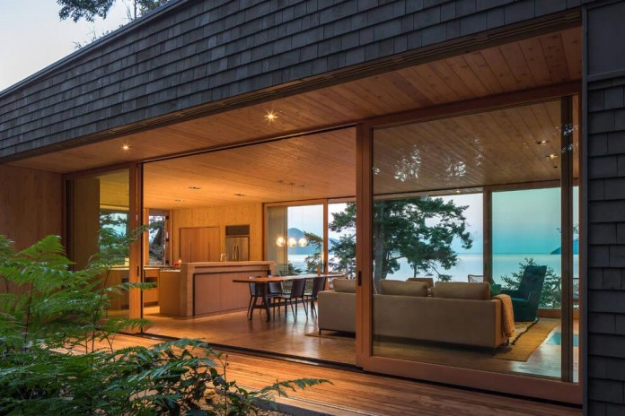 Lone-Madrone-Forrest-Retreat-by-Heliotrope-Architects-20