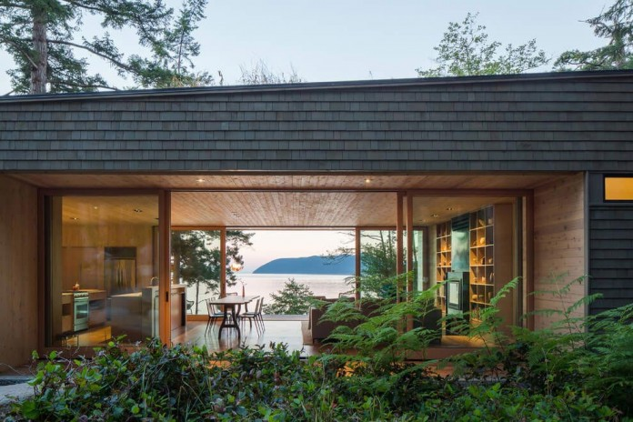 Lone-Madrone-Forrest-Retreat-by-Heliotrope-Architects-21
