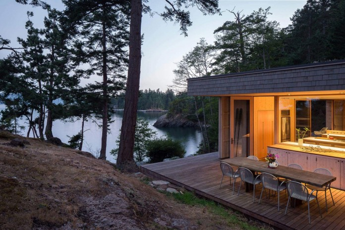 Lone-Madrone-Forrest-Retreat-by-Heliotrope-Architects-22