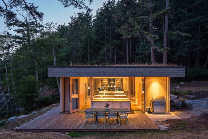 Lone-Madrone-Forrest-Retreat-by-Heliotrope-Architects-23