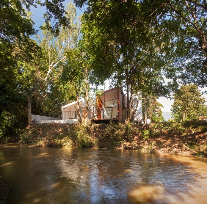 Mae-Kao-Canal-House-by-EKAR-&-Full-Scale-Studio-01