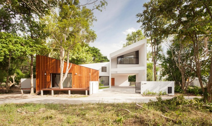 Mae-Kao-Canal-House-by-EKAR-&-Full-Scale-Studio-05