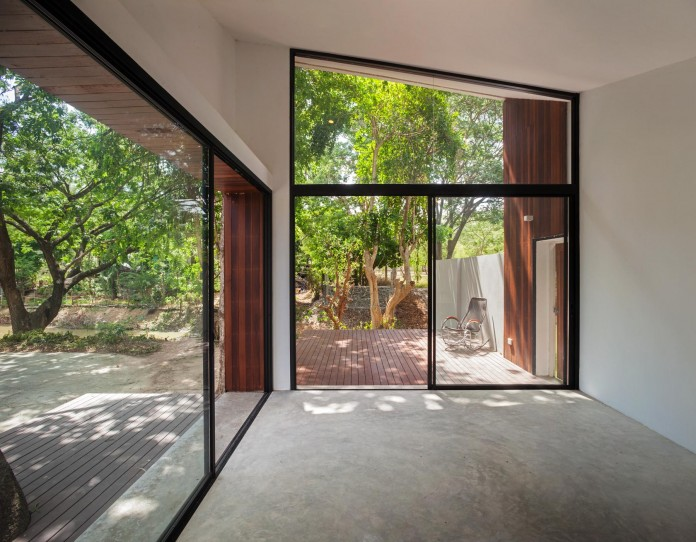 Mae-Kao-Canal-House-by-EKAR-&-Full-Scale-Studio-12