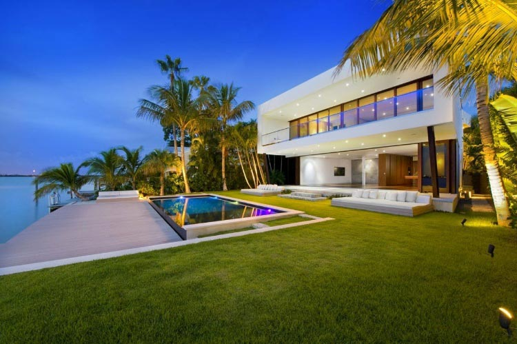Miami Beach Residence by Luis Bosch - CAANdesign | Architecture and on chicago fire house, the originals house, john deere house,