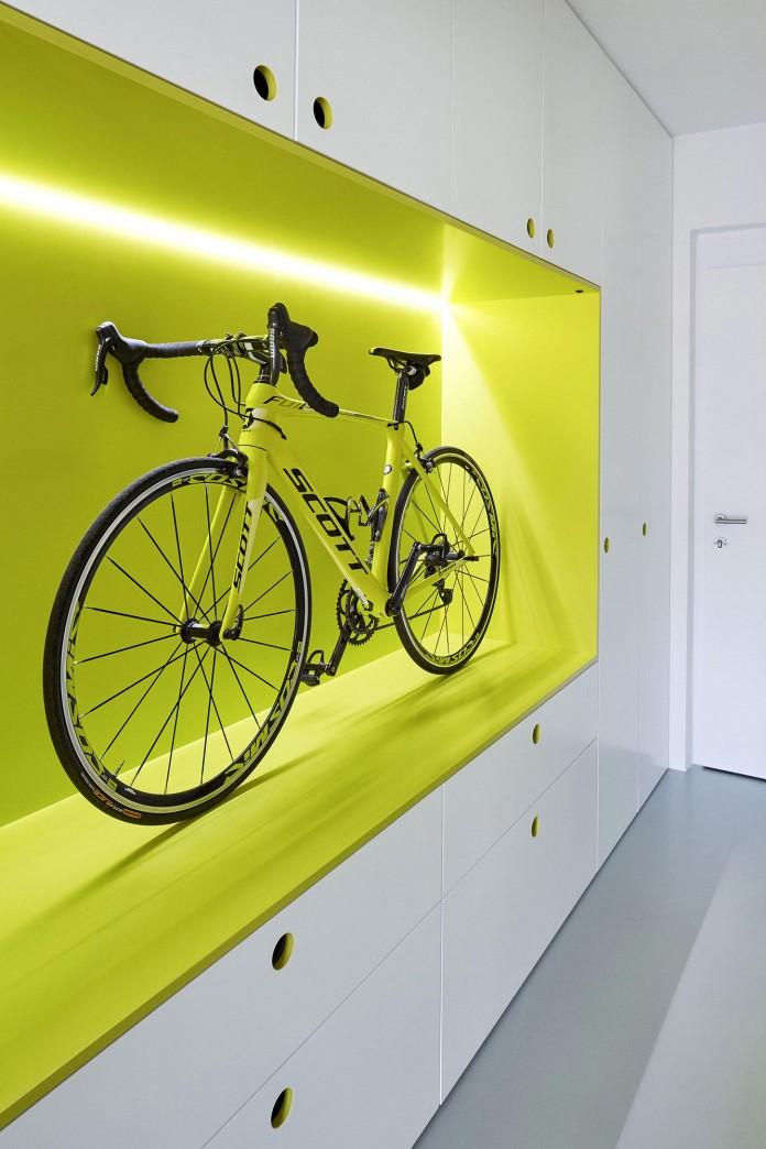 Minimalist-Guest-Apartment-in-Prague-by-Mjolk-Architects-&-DDAANN-02