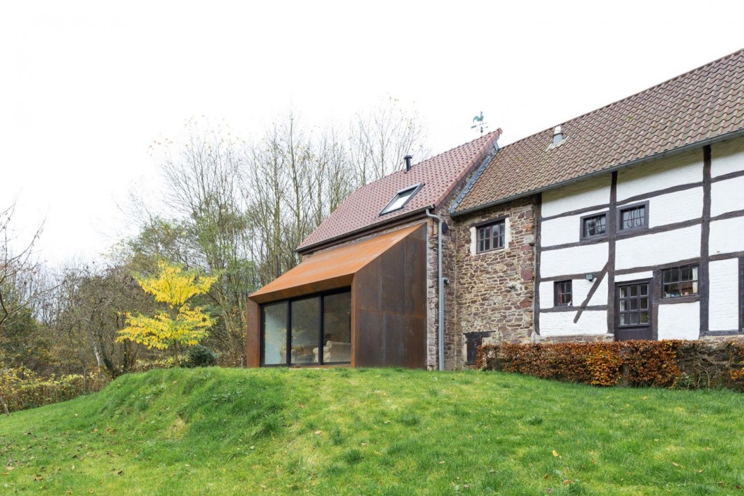 Modern Barn Extension Of A Eighteenth Century Home In