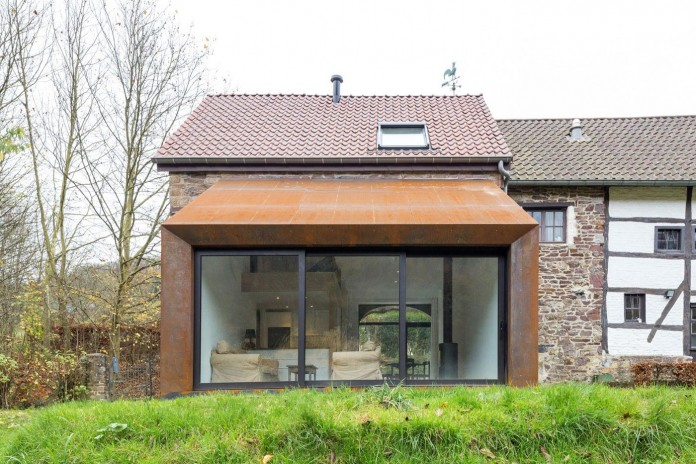 Modern-Barn-Extension-of-a-Eighteenth-Century-Home-in-Lustin-by-Puzzle-s-Architecture-04
