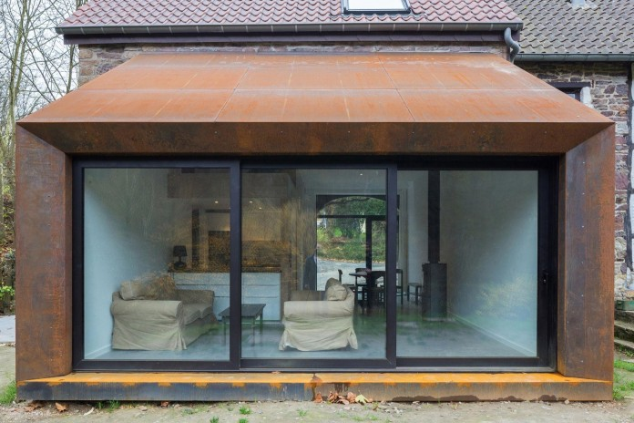 Modern-Barn-Extension-of-a-Eighteenth-Century-Home-in-Lustin-by-Puzzle-s-Architecture-05