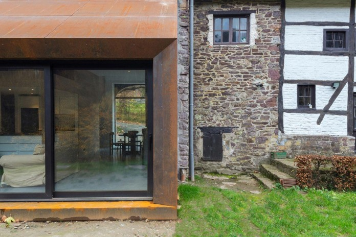 Modern-Barn-Extension-of-a-Eighteenth-Century-Home-in-Lustin-by-Puzzle-s-Architecture-07