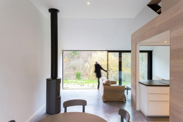 Modern-Barn-Extension-of-a-Eighteenth-Century-Home-in-Lustin-by-Puzzle-s-Architecture-13