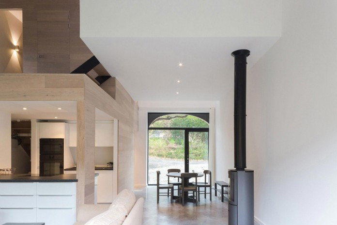 Modern-Barn-Extension-of-a-Eighteenth-Century-Home-in-Lustin-by-Puzzle-s-Architecture-16