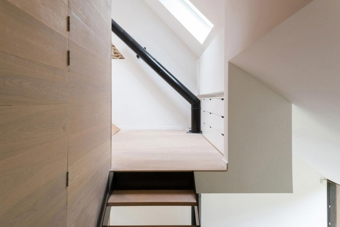 Modern-Barn-Extension-of-a-Eighteenth-Century-Home-in-Lustin-by-Puzzle-s-Architecture-17