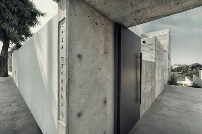 Modern-Manduka-Residence-in-Algeciras-by-Sergio-Suarez-Marchena-01