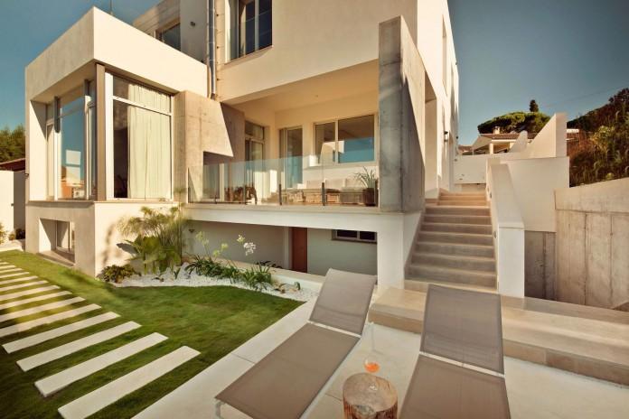 Modern-Manduka-Residence-in-Algeciras-by-Sergio-Suarez-Marchena-03