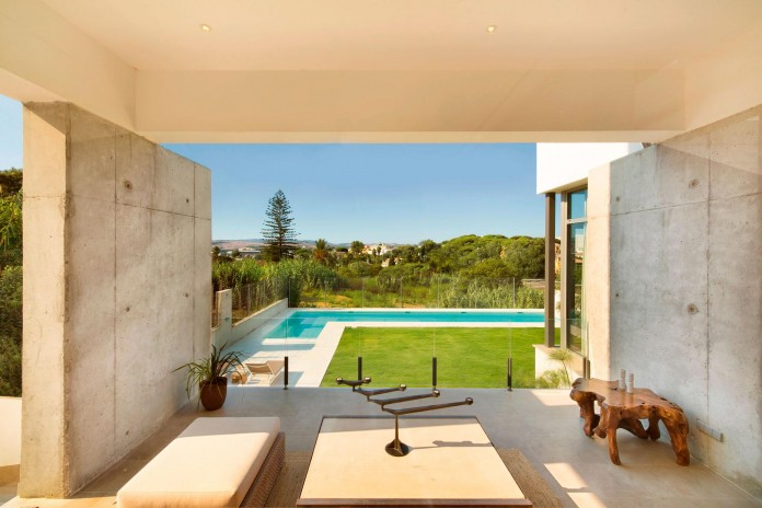 Modern-Manduka-Residence-in-Algeciras-by-Sergio-Suarez-Marchena-04