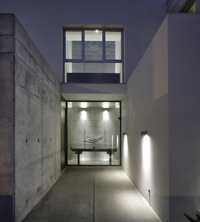 Modern-Manduka-Residence-in-Algeciras-by-Sergio-Suarez-Marchena-11