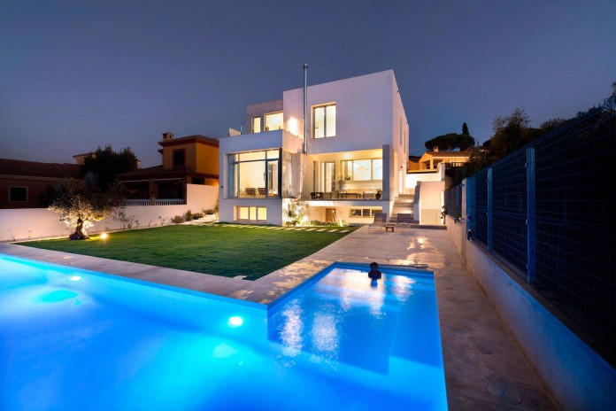 Modern-Manduka-Residence-in-Algeciras-by-Sergio-Suarez-Marchena-13