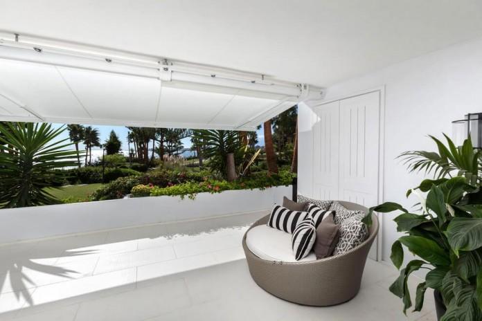 Modern-Puente-Romano-Beach-Home-by-Patricia-Darch-Interiors-03
