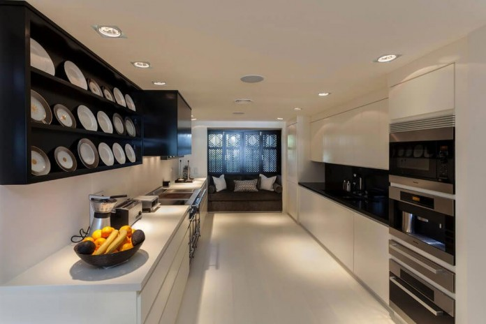Modern-Puente-Romano-Beach-Home-by-Patricia-Darch-Interiors-11