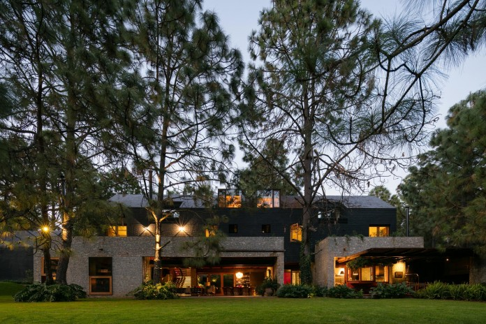 PE-House-by-Andres-Escobar-Taller-Arquitectonica-12