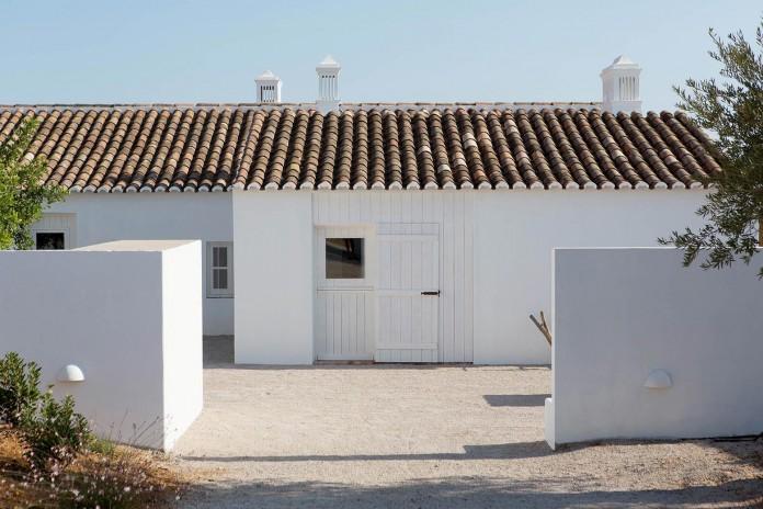 Pensao-Agricola-in-Tavira-by-Atelier-Rua-01