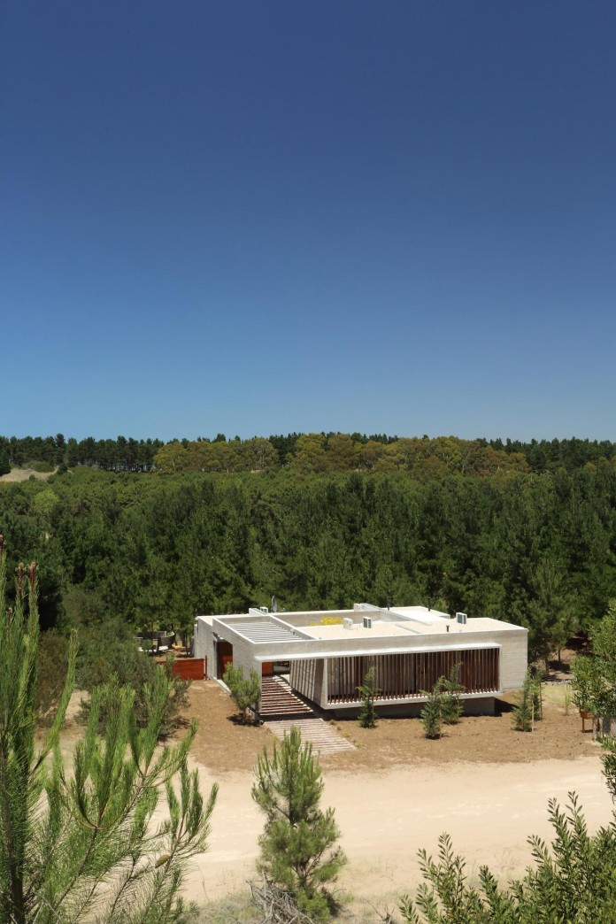 S-S-Summer-House-by-Besonias-Almeida-arquitectos-01