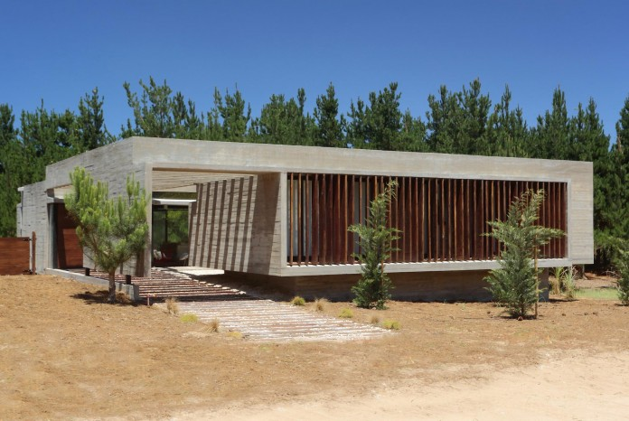 S-S-Summer-House-by-Besonias-Almeida-arquitectos-02