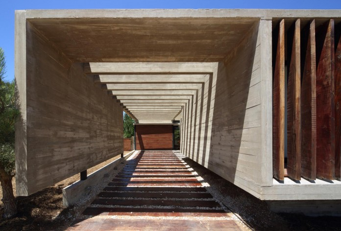 S-S-Summer-House-by-Besonias-Almeida-arquitectos-03