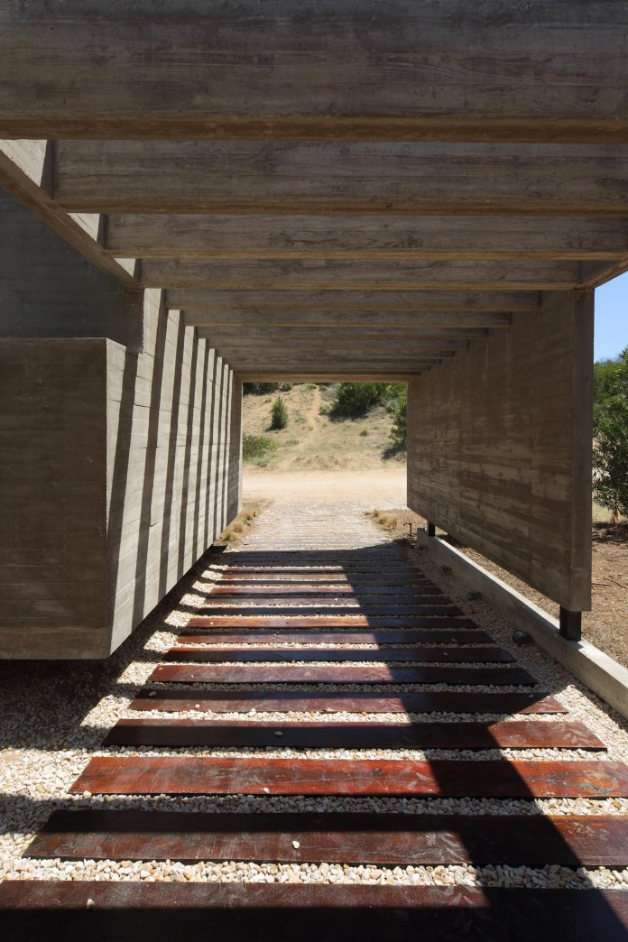 S-S-Summer-House-by-Besonias-Almeida-arquitectos-06