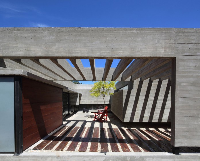 S-S-Summer-House-by-Besonias-Almeida-arquitectos-07