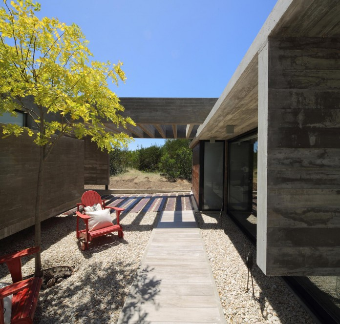 S-S-Summer-House-by-Besonias-Almeida-arquitectos-08