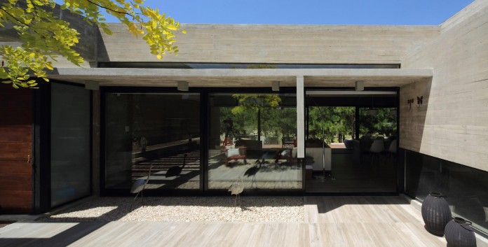 S-S-Summer-House-by-Besonias-Almeida-arquitectos-09