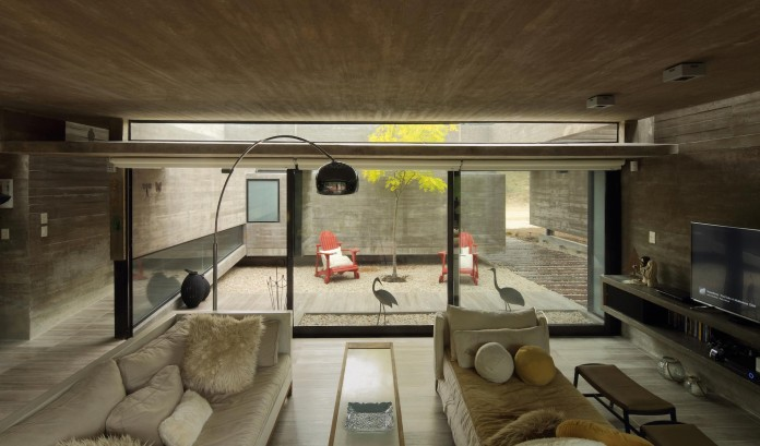 S-S-Summer-House-by-Besonias-Almeida-arquitectos-10