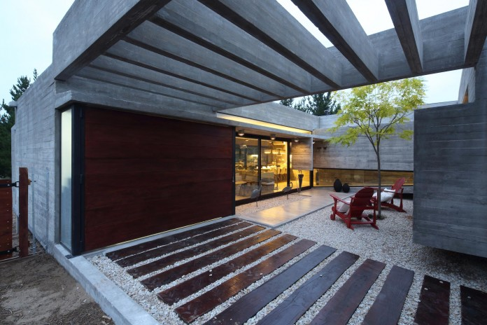 S-S-Summer-House-by-Besonias-Almeida-arquitectos-21