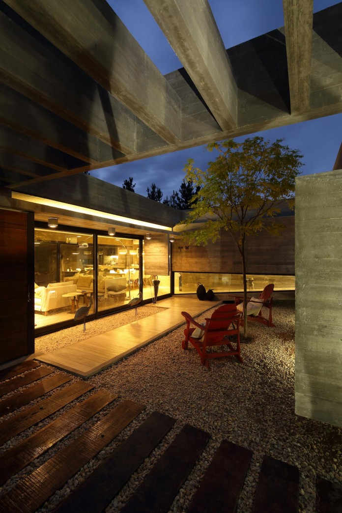 S-S-Summer-House-by-Besonias-Almeida-arquitectos-24