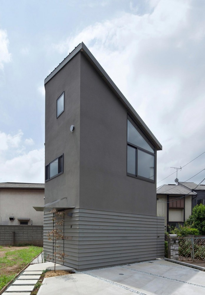 Small-House-with-Floating-Treehouse-by-Yuki-Miyamoto-Architect-01
