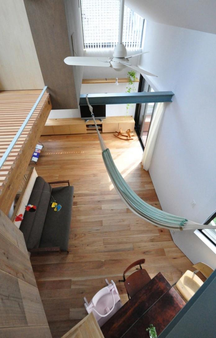 Small-House-with-Floating-Treehouse-by-Yuki-Miyamoto-Architect-03