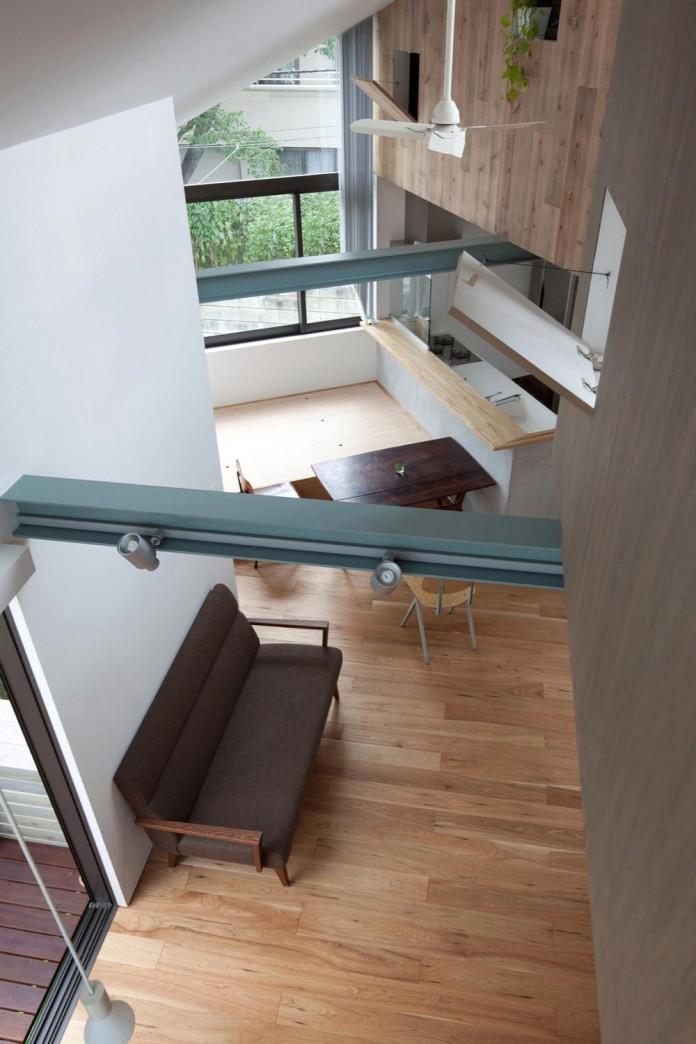 Small-House-with-Floating-Treehouse-by-Yuki-Miyamoto-Architect-04