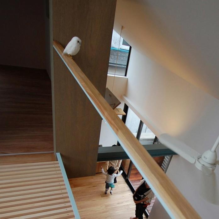 Small-House-with-Floating-Treehouse-by-Yuki-Miyamoto-Architect-05